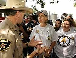 Bush, Manifestantes y un Rancho